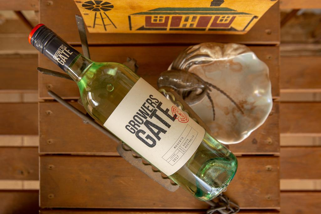 Growers gate wine bottle